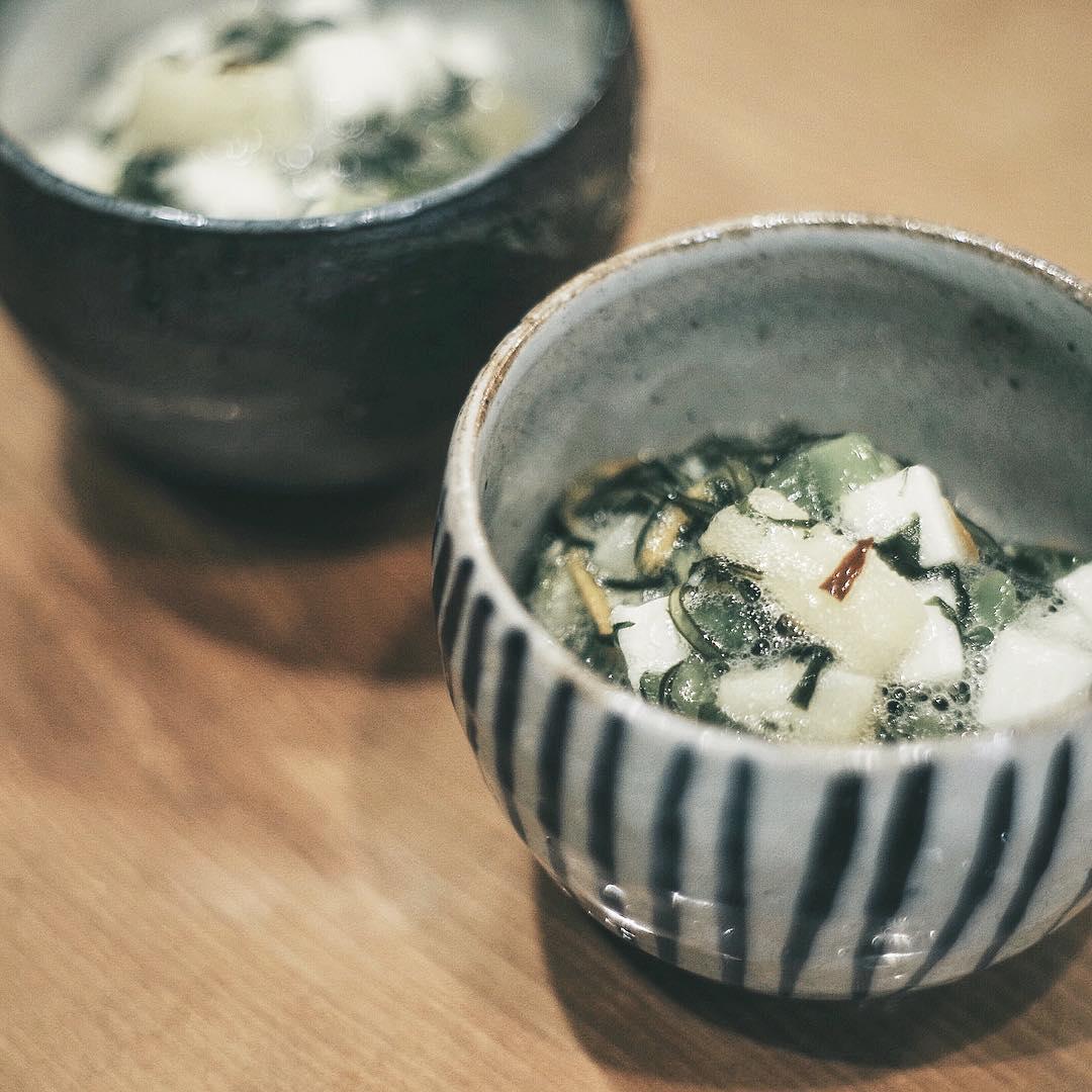 山芋や昆布、青菜の和え物